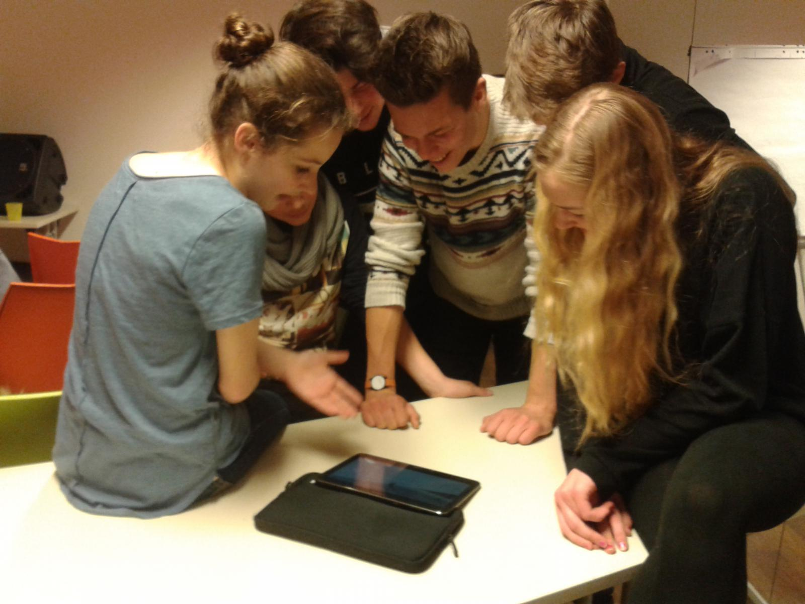 Schüler bei der Videoanalyse